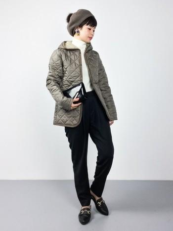 キレイめにもマッチするラベンハムのジャケットは、きちんと感のあるブラックパンツとも好バランス。シックで大人なカジュアルスタイルは、クールな雰囲気がかっこいいですね♪着こなしに上品さをプラスするレディな小物使いなど、お洒落のヒントが満載です!