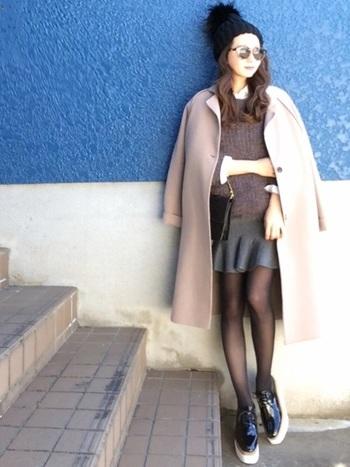 冬だからこそ、ミニスカートを楽しみたい♪コーデにメリハリをつけてくれるのは、やっぱり白シャツです。