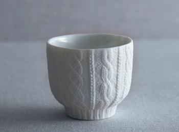 陶器なのにまるでニットのようなデザインが素敵なカップは、どんなドリンクにもお似合い。内側の色はホワイト、グリーン、ピンク、ブルーの4色あるので家族で揃えたくなりますね。
