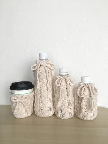 外出先で買ったホットドリンクがすぐに冷たくなってしまった経験はありませんか?こちらのニットカバーがあれば大丈夫!温もりあるケーブル編みのカップカバーで外出先のティータイムもほっこり。
