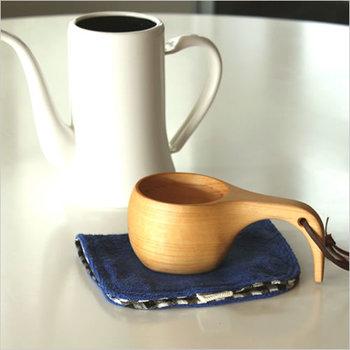 お鍋のような持ち手がたまらなくかわいい木のスープボウル。ただキッチンに置いてあるだけでもオシャレです。アウトドアにもおすすめ。