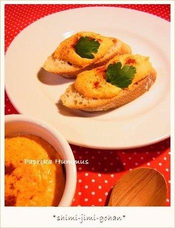 甘いパプリカと香辛料がベストマッチ。彩りも美しく、ホームパーティーの食卓がパッと華やぎますね。