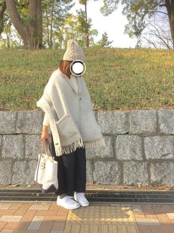 アウターとしてクリッパンのショールを使う人も…。暖かくて軽いので肌寒い季節~冬まで活躍してくれます。
