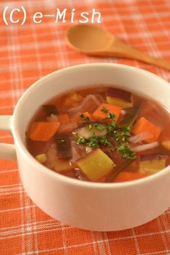 乾物を使ったお出汁で作るミネストローネは食物繊維と自然のうまみがたっぷりです。一見すると和テイストですが、トマトも入っているので、和、洋どちらにも合う嬉しいスープです。