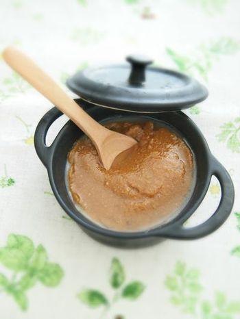 ココナッツオイルとメープルと味噌の融合!パンやクラッカーをディップして。コチュジャンや豆板醤をプラスすると野菜に合うディップに変身します。