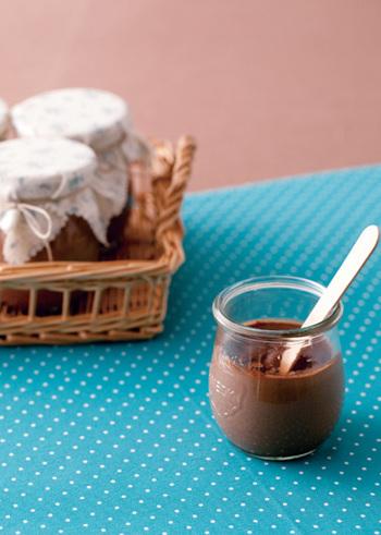 【アールグレイチョコレートプリン】 アールグレイの上品な風味とチョコがマッチしたなめらかな濃厚チョコプリンです。