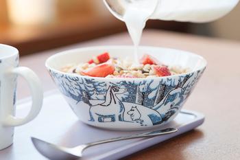 ARABIA社のシリーズには人気のムーミンのデザインも。北欧らしい可愛いイラストで食卓の雰囲気が変わりますね。