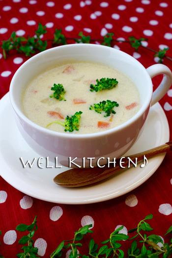 お水の代わりに豆乳を使って煮込んだミネストローネは、とってもクリーミーで優しい味わい。大豆に含まれるイソフラボンは女性にとっても嬉しい素材、こんな風にスープにすれば、気軽に取り入れられますね!