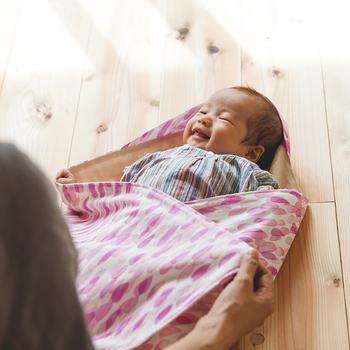 ママの愛情が込もったおくるみに包んであげれば、赤ちゃんもごきげん♪