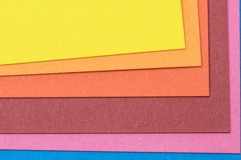 何だか懐かしい手芸アイテムのフエルト。フエルトも<手作り加湿器>の材料になるのです。ナチュラルカラーから、ポップなカラーまで幅広いラインナップ。何色か組み合わせてもいいですね。