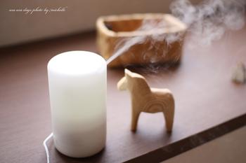 アロマディフューザーでお部屋にお気に入りの香りをプラスするのも、心を高めるのに一役買ってくれます。朝の目覚めにはすっきりとした香りがよく似合いますね。