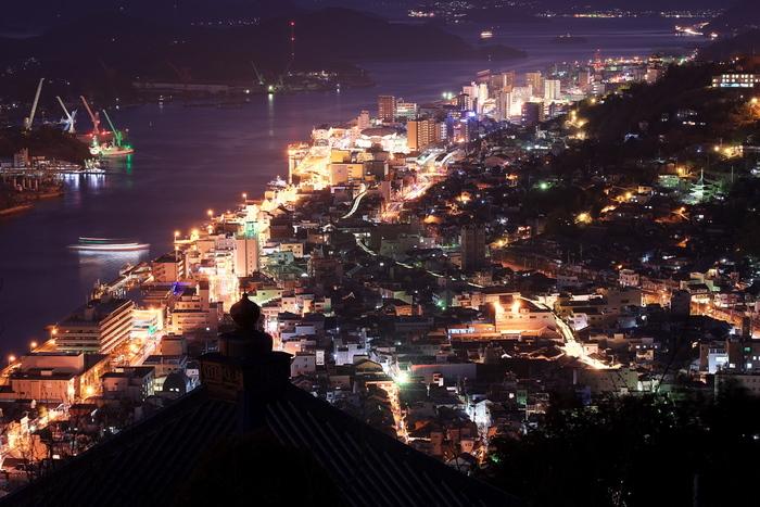 浄土寺山からの尾道の夕景。浄土寺展望台から望む景色は尾道を代表するものとなっています。
