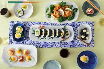 こんな風に、お料理やオードブルを並べてもいいですし、さんまなどの細長いお魚を盛り付けるのにも使えます。真っ白なプレートなので、和洋中どんな料理にも合うのもうれしいところです。