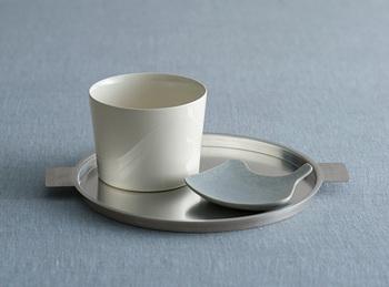 コーヒーとお菓子をのせて。お茶の時間が待ち遠しくなりそう。