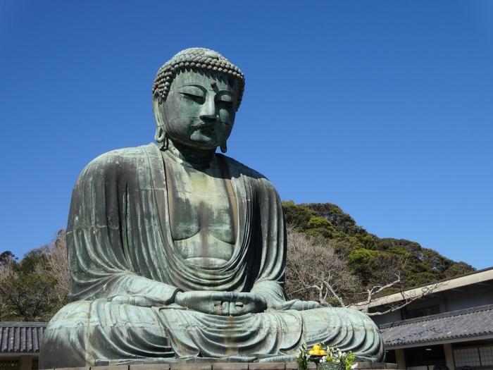 【画像は、鎌倉を代表する観光スポット「高徳院」の大仏】