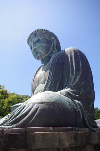 鎌倉のシンボル「高徳院」の御本尊「阿弥陀如来坐像」。高さ13mの青銅製大仏をじっくりと見上げてみましょう。