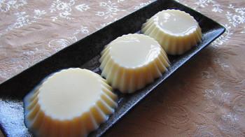 フルーツやソースで素敵なデザートに。【牛乳寒天】で美味しくて、優しいおやつを作ろう。