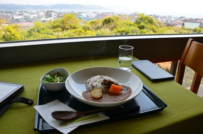 「海光庵」は、境内の食事処。湘南鎌倉の景色を楽しみながら、食事や甘味を頂けます。