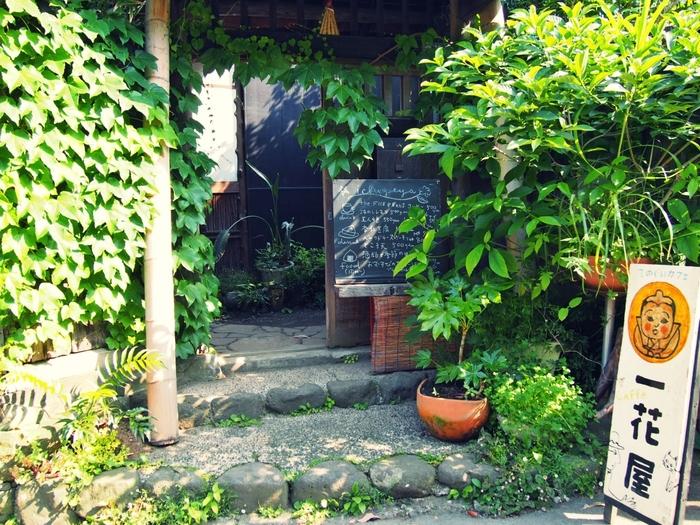 「手ぬぐいカフェ 一花屋」は、鎌倉の路地ににひっそりと佇む古民家カフェ。
