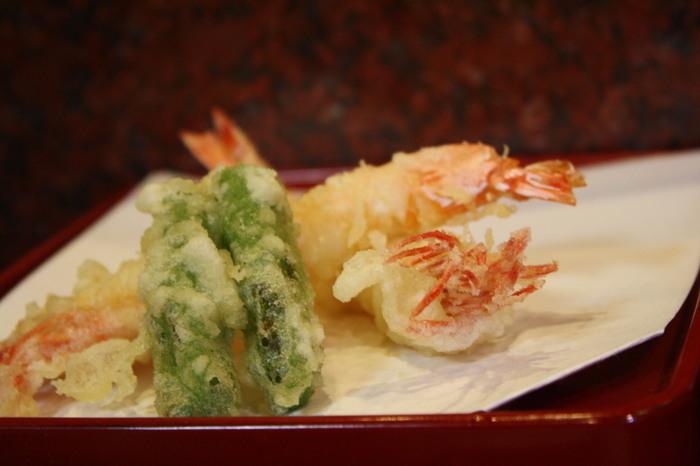 目の前で調理された、あつあつの天ぷらは絶品!お昼から贅沢ですね♪