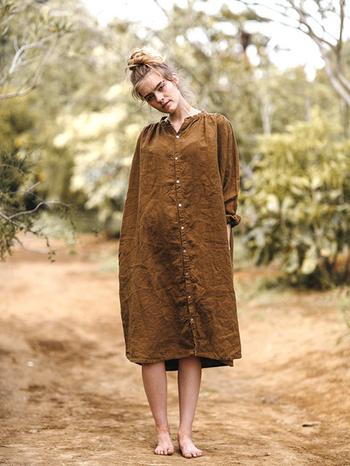 ずっと身に着けていたい。カーディガンやコート下に着るリネン・麻素材の秋コーデ♪