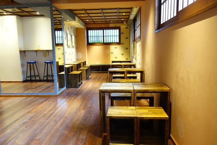 こちらがカフェスペースです。 お隣のテーブルとは広めにスペースがとってあって、落ち着けそうですね。
