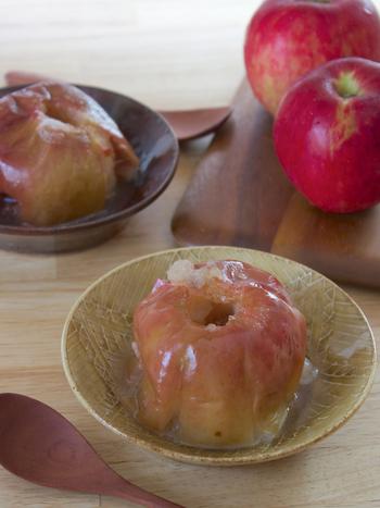 寒い季節に旬を迎えるりんごをつかって「焼きりんご」をつくってみませんか?トースターに入れておくだけという簡単レシピ。おなかを空かせて帰ってきた子供達のおやつにもぴったり!