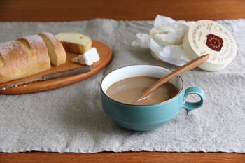 """長崎県の白山陶器のスープボウル。白山陶器はグッドデザイン賞やロングライフデザイン賞なども多く受賞しています。""""なにより使いやすく生活の中になじむ""""というテーマ通り、どんなスープとの相性も良さそうですね。"""