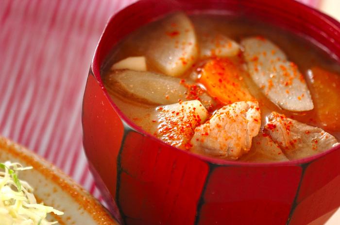 大根・ごうぼ・人参・里芋など具だくさんにすると、様々な素材の味が混ざり合って絶品になります。ごま油もアクセント!たっぷり作って、具材が柔らかくなった翌日も楽しむのが◎。