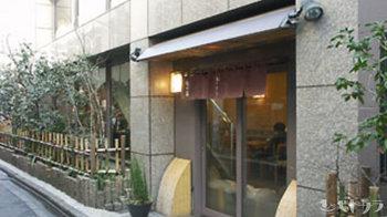 紀の善は東京は神楽坂下にある老舗の甘味処。銀座松屋と日本橋三越本館での出張販売もある程の人気のお店です。 上品な甘さの餡子に定評があり、おしるこなどを目当てに足繁く通う男性客もいるそうです。