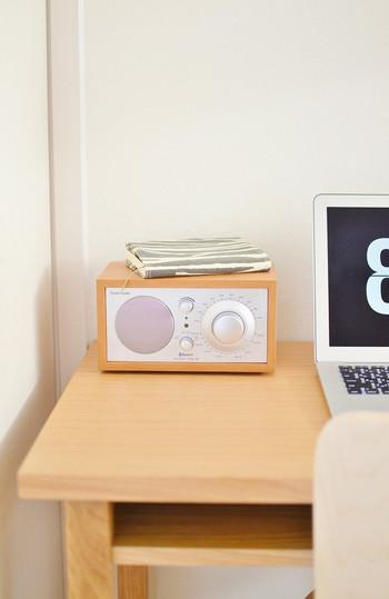 ラジオが好きな人は可愛いラジオを枕元に置いておくのもおすすめ。厳選したデザインの良いものが近くにあるというのは、心を高める大切な要素のひとつとなります。