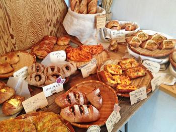 九州産の小麦粉、ていねいに育てた自家製酵母、パンに使用する果物や野菜、穀物などにもとことんこだわりながら作っている奈良市のパン屋さん「こはく。」