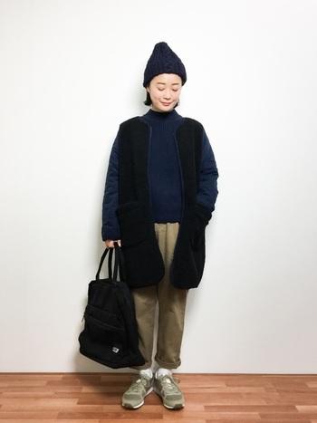 ボア×キルト生地でのアウターが主役のメンズライクなスタイリング。肩掛けできる大きめトートバッグは、マザーズバックとしても使いやすいですよ。これならパパと兼用できますね。