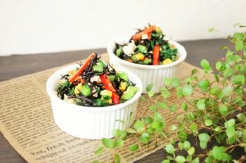 大根の葉と彩り野菜を崩し豆腐と和えた白和え風のカラフルな和え物。食卓を華やかにしてくれます。