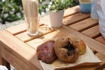人気はクリームパン。  座敷席があるのでお茶と一緒にパンを楽しめますよ♪