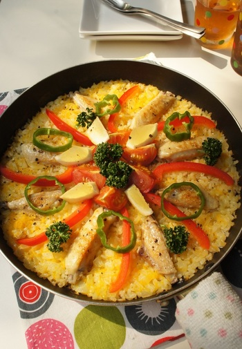 スペイン料理の定番パエリアには欠かせないジャバニカ米。調理前に研いでしまうと水分を吸ってしまい味が中まで染みにくくなる為、お米は洗わずに使います。