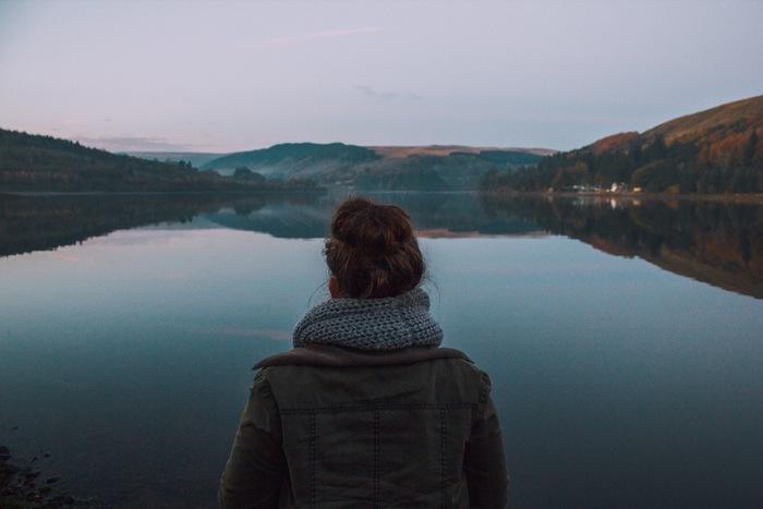 心を整理するには「瞑想」も効果的です。スマホやパソコンが必要不可欠な現代社会では、常に色々な情報が入ってきて気持ちも落ち着きませんよね。そんな毎日を心穏やかに過ごすために、日々の生活に瞑想を取り入れてみませんか?目を閉じて無心になれる、そんな静かな時間を過ごしてみましょう。