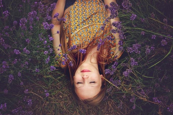 心のバランスを整えるには「香り」を取り入れるのも効果的です。「香り」は人間の脳にダイレクトに伝わり、感情に大きく作用すると言われています。そういえばお気に入りのアロマや香水の香りで、リラックスしたり気持ちが明るくなったりしますよね。ストレスを感じた時には、ぜひ「香り」を上手に使ってリフレッシュしましょう。
