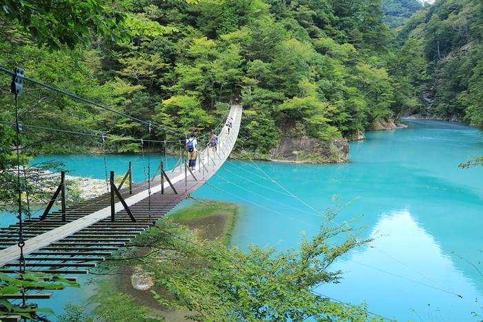 女性が橋の真ん中で願い事をすると、その恋が叶うとされている吊橋で恋の祈りを捧げてみませんか。