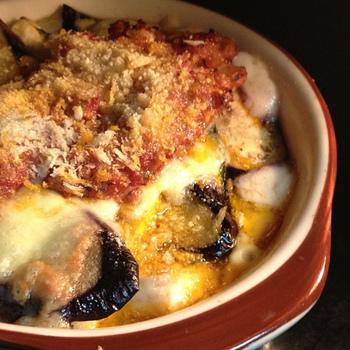 グラタンはフランス発祥。お肉や魚介類、野菜やマカロニなどとホワイトソースを絡め、チーズをのせてオーブンで焼き上げた料理です。