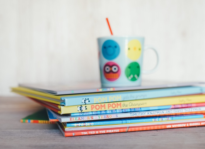 でも、子供ってママが起きると一緒に起きてしまうこともありますよね。そんな時は子供と一緒に「朝読書」はいかがでしょうか?早起きした朝ならゆっくりと子供に本を読んであげられます。