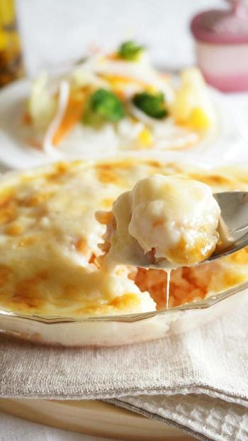 牛乳アレルギーの人やカロリーを気にする人におすすめな豆乳のホワイトソース。バターありのレシピですが、バターなしでもおいしくできますよ。