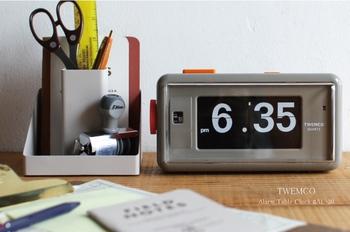 「起きたい時間の5分間前にセット」・・・なんてしていませんか?その設定の仕方だと目覚ましで起きても「あぁ〜あと5分は寝られるし〜」なんて二度寝してしまいます。目覚ましは起きたい時間ぴったりにセットしましょう。目覚ましが鳴った時が起きる時です!