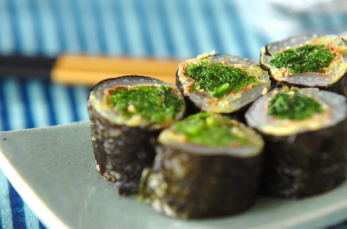 ほうれん草と白菜を海苔で巻いた磯辺巻きは、野菜が足りないお弁当でも、指で摘んでたっぷり野菜補給。切り口の彩りもキレイですね!