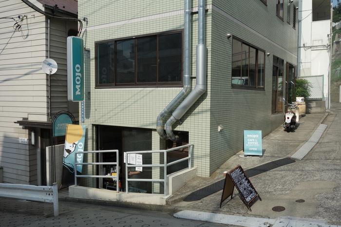 ニュージーランドのカフェ激戦区ウエリントンで展開されるMojo Coffeeが、日本第1号店として神楽坂にオープンしたお店。裏路地にあるので、アットホームで隠れ家的な雰囲気のコーヒーショップ。一人でもふらっと立ち寄りたくなります。