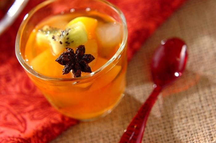 強い甘みとかすかな苦み・辛みをもつスパイス「八角」が香る紅茶シロップは、新感覚のお味。さわやかな甘さのデザートです。