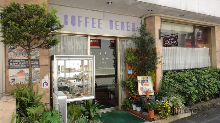 創業1959年という老舗の喫茶店。いわゆる純喫茶といった雰囲気があります。入り口に置いてあるガラスのショーケースなんてなんだかとっても懐かしくなりませんか?