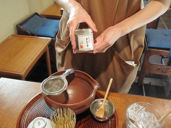 イメージとしては、「上質のお茶」+「季節の和菓子」+「お茶に関するミニ講習」といったところ。これを数百円から楽しめるのは、かなり良質なサービスだと思います。