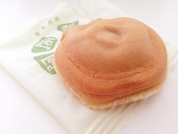 比叡山の修行僧にちなんで作られた「阿闍梨餅」。  大正時代に生まれた銘菓ですが、京都老舗の心意気と信念に貫かれた逸品です。