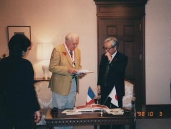 1998年、兵庫県知事とミッシェル・アンリ。